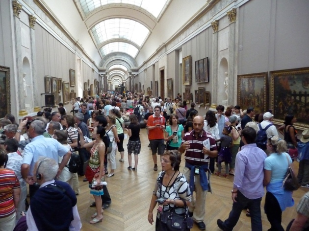 Visitor congestion at the Louvre Museum