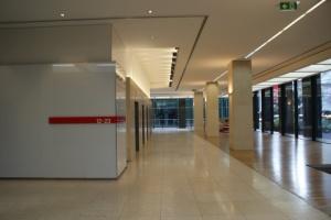Grenfell Centro bancos del ascensor