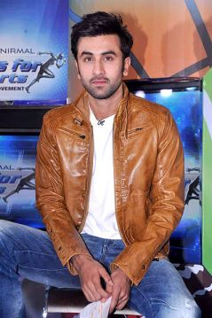 Ranbir_Kapoor_at_the_NDTV_Marks_for_Sports_event via bollywoodhungama